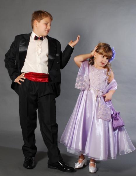 f060ba7ed2 Fiú és kisfiú öltönyök, fiú kisfiú szmoking és frakk, öltönyök mellénnyel  és nyakkendővel fiúknak, gyermek öltönyök
