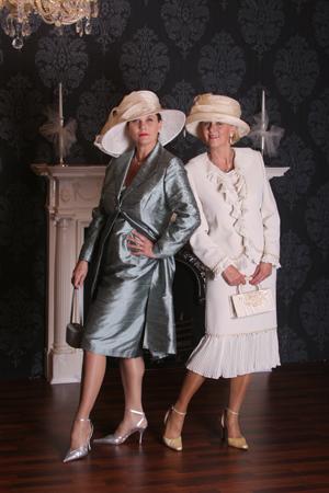 Csakis az ADEO 2000 esküvői ruhaszalonban  Ünnepi kosztümök 6c630ce9a3